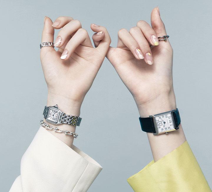 손끝과 손목에 봄날의 화사함을 불어넣고 싶을 때 필요한 것은 레이어링의 기술. 시계와 주얼리에 어울리는 네일까지 더해지면 서로의 매력이 배가된다. ::패션, 패션화보, 시계, 주얼리, 레이어링, 트렌드, 스타일링, 네일, 코스모폴리탄, COSMOPOLITAN