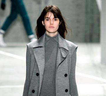 겨울맞이 코트를 구입한다면 코스모의 리스트를 보고 이번 시즌 트렌드와 각각의 특징을 미리 익혀둘 것. 그 다음 매장에 가서 핏과  사이즈를 꼼꼼하게 따져보고 고르기만 하면 된다.