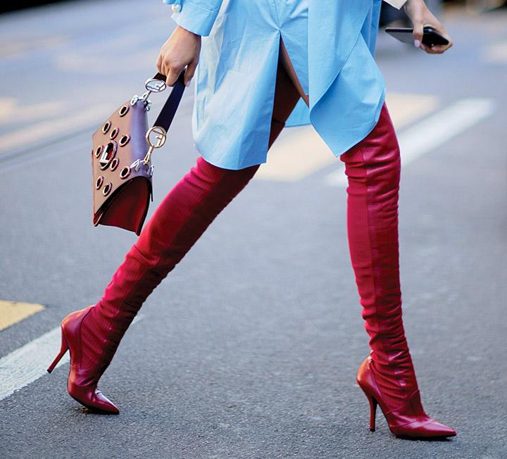 겨울이 좋은 이유는 다채로운 부츠를 마음껏 신을 수 있다는 점 아닐까? 스트리트의 그녀들처럼 윈터 부츠로 스타일에 에지를 더해보자. ::사이하이, 캐주얼, 드레스업, 부츠, 핏, 타이츠, 트렌즈, 루스, 코스모폴리탄, COSMOPOLITAN