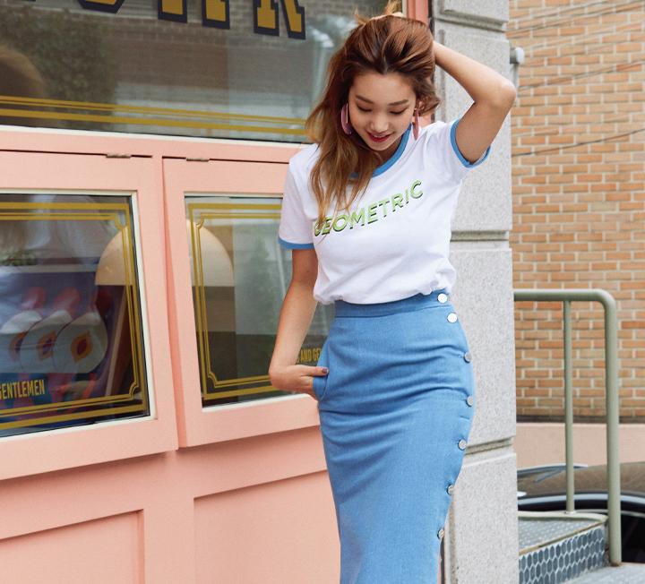 클릭 한 번만으로 간단히 쇼핑을 끝낼 수 있는 직구 시대! 한국어 서비스와 빠른 배송은 물론 익스클루시브 라인까지 진화하는 해외 쇼핑몰의 세계를 제대로 들여다보면 2018년 트렌드와 쇼핑 전략이 보일 것이다.