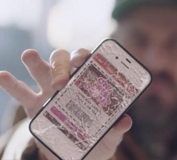 휴대폰을 이래서 떨어뜨리고, 저래서 잃어버렸다고? 내 휴대폰이 조용할 날 없었던 이유가 밝혀졌다. 갖고 싶은 모델이 하나 출시되면 내 무의식이 휴대폰을 업그레이드 할 기회로 삼고 그때부터 부주의하게 다루라 명령하기 때문이다. ::스마트폰, 휴대폰, 분실, 파손, 새것, 출시, 업그레이드, 심리, 코스모폴리탄, COSMOPOLITAN