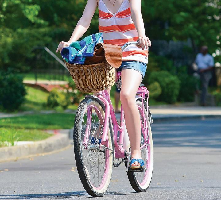 여름밤 바람을 가르며 달리기 좋은 자전거.