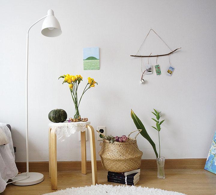 '자연'이라는 거창한 단어가 작은 내 방에 어울릴지 고민하고 있나? '식물' 또한 생명인데, 그 중한 책임을 감당하는 게 겁이 나나? 거대한 식물 없이도 가능한, 슬기로운 그린 데코 팁.
