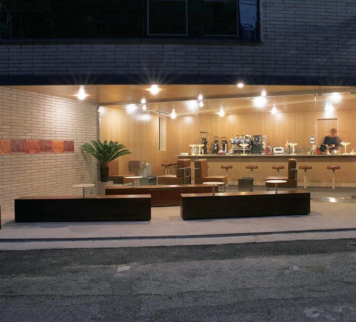 혼자도 어색하지 않다. 바 테이블이 있는 카페! ::혼자, 혼술, 혼차, 테이블, 카페, 서교로터리, 블루룸, 가배도, 코스모폴리탄, COSMOPOLITAN