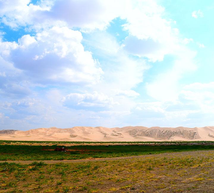 도시에 질렸다면? 이번 여름엔 광활한 오지로 떠나볼 것!::몽골, 몽골여행, 여행, 여름, 휴가, 여름휴가, 여행지, 오지, 오지여행, 코스모폴리탄, COSMOPOLITAN::