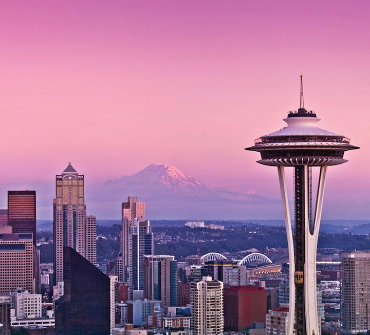 눈부시게 맑은 날씨, 여유롭고 친절한 사람들, 신선한 재료로 만든 맛있는 음식. 시애틀은 소박하고 여유로운 삶이 특별하지 않고 일상적인 도시다. 먹고, 마시고, 즐기다 보면 어느새 확실한 행복을 느낄 수 있으니 미국 내 휘게의 도시로 꼽힐만 하다. 짧은 여행보다는 오래 머물고 싶은 시애틀에서 보낸 아름다운 시간.::시애틀, 휘게, 휘게의도시, 여행, 휴가, 힐링, 미국, 라이프, 코스모폴리탄, COSMOPOLITAN::