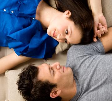 만날 때마다 싸우고 있다면 싸움을 줄일 방법이 필요하다.::연애, 사랑, 싸움, 화해, 말다툼, 막장, 행복, 남자친구, 애인,  코스모폴리탄, COSMOPOLITAN