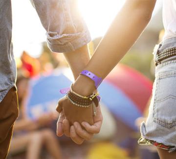 우리 진짜 사귀는 걸까? 썸은 지나가고 당신과 그가 진짜 연인이 됐다는 증거.::사랑, 연애, 남자친구, 썸, 시작, 연애 팁, 코스모폴리탄, COSMOPOLITAN