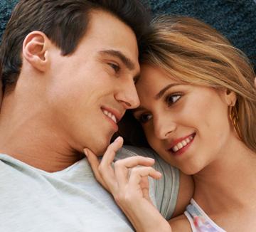 내 남친을 좀 더 괜찮은 사람으로 만들고 싶다면 미국 코스모의 공인 데이트 전문가 매튜 허시가 알려주는 다음의 비법을 참고하자.::남자, 여자, 연애, 관계, 사랑, 애인, 남자친구, 코스모폴리탄, COSMOPOLITAN