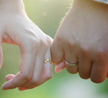나에게는 그렇게도 어려운 연애 고민을 어떤 사람들은 너무나도 쉽게 해결하곤 한다. 연인과의 관계를 놀랍도록 잘 유지하고 있는 연애 고수들이 연애할 때 생기는 문제들을 현명하게 해결하는 법을 알려주었다. 이제 남은 것은 보고 배우는 것뿐!::사랑, 연애, 남자친구, 결별, 이별, 헤어짐, 성격차이, 연애 조언, 조언, 시작, 연애 팁, 코스모폴리탄, COSMOPOLITAN
