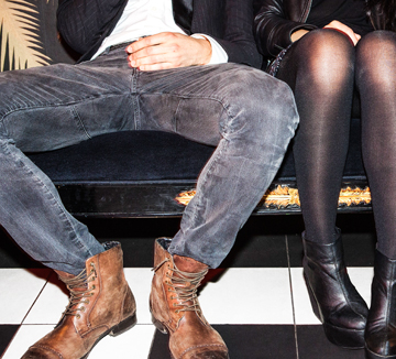 남자들이 다리를 벌리고 앉는 이유가 유전자 때문이라고?::남자, 쩍벌남, 신체, 유전자, 특징, 지하철, 공공장소, 민폐, 코스모폴리탄, COSMOPOLITAN