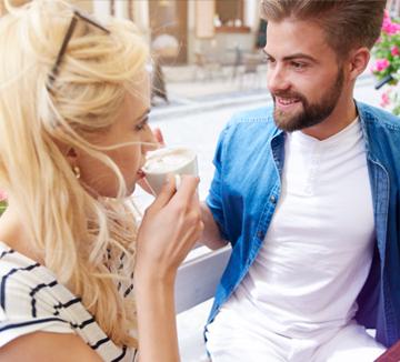 첫 만남에서 대답하기 애매한 질문을 받았다면….::사랑, 팁, 연애, 술, 술자리, 애프터, 첫 데이트, 첫만남, 데이트, 소개팅, 신호, 호감, 남자, 여자, 연애팁, 연애 조언, 코스모폴리탄, COSMOPOLITAN