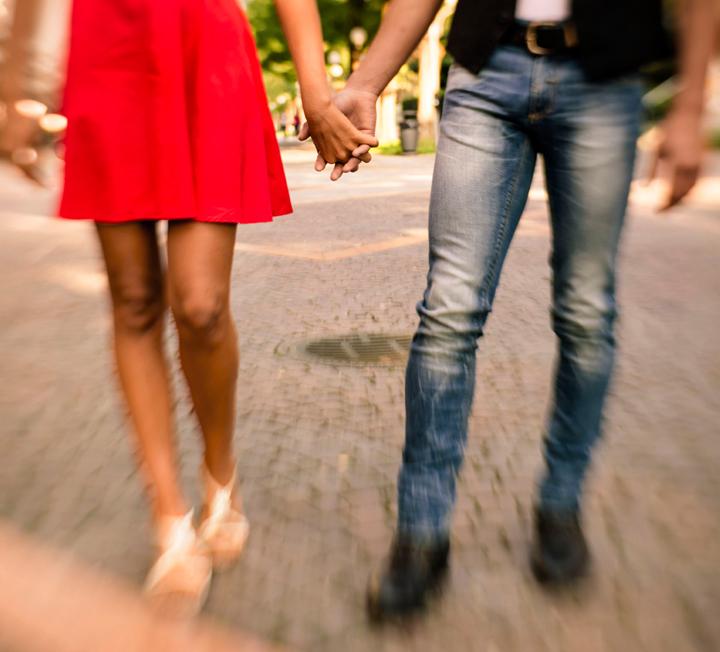 비혼을 원하는 싱글이 35%에 육박하는 시대. 이제 더 이상 비혼에 대해 의아한 시선을 보이는 것만큼 구시대적인 일은 없을 거다. 그러나 비혼주의자라고 해서 연애를 안할 거라고 생각한다면 오산. 비혼주의인 그녀들의 연애법을 소개한다. ::비혼, 비혼주의, 아버지가이상해, 이유리, 결혼, 연애, 동거, 코스모폴리탄, COSMOPOLITAN