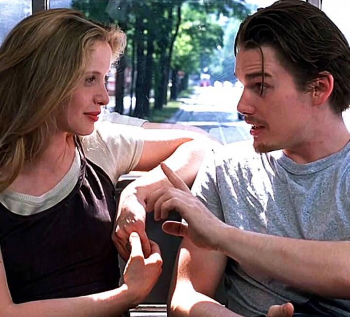 기차 안에서 우연히 만나 사랑에 빠진 두 남녀의 이야기를 담은 영화 <비포 선라이즈>처럼 낭만적인 로맨스를 꿈꾸는가? 이번 황금연휴 기간 여행지에서, 당신에게도 그런 일이 벌어질지 모른다.