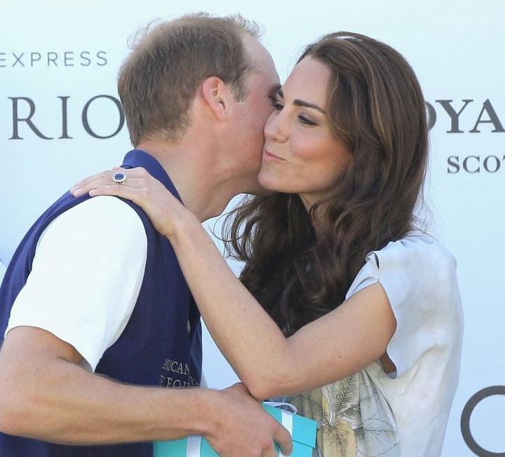 커플의 애정 전선이 어떤지는, 그들의 보디랭귀지를 보면 알 수 있다. 케이트 미들턴과 윌리엄 왕자의 보디랭귀지를 통해 그들의 관계를 예측한 전문가의 분석을 전한다.