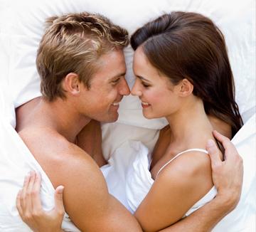 전희는 행복하고 만족스러운 섹스의 전제 조건이다. 만약 전희를 '적당히 서로를 달아오르게 만드는 정도'로 여겼거나 '입술-가슴-옆구리-아래'의 정해진 수순을 따르는 것에 익숙해졌다면, 다시 한 번 '전희'에 대해 환기해야 할 타이밍이다. 더 즐겁게 섹스하고 더 뜨겁게 사랑하기 위해서라도 우리에겐 더 다채로운 전희가 필요하다!