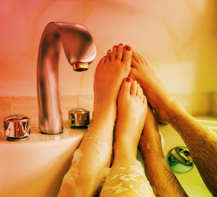 정서적 친밀감을 두텁게 하고 둘 사이의 화학반응에 불을 지필 헤드 투 토 전략. ::러브, 사랑, 섹스, 연애, 화학반응, 코스모폴리탄, COSMOPOLITAN