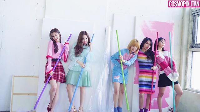 발표하는 앨범마다 실시간 검색어에 오르며 음원 차트 상위권을 차지하는 9명의 소녀.
